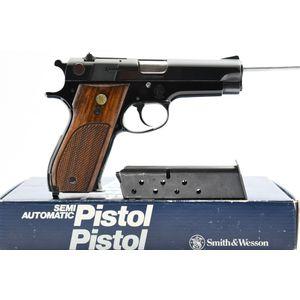 1971 Smith & Wesson, Model 39-2, 9mm Luger Cal., Semi-Auto (W/ Box), SN - A141698