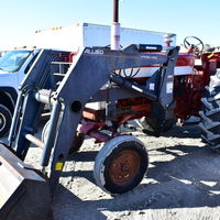 IHC 560 with loader - (309) 338-1576