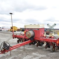 IHC 800 6RN planter - Todd Beeler (217) 430-8549